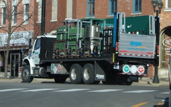 airgas_delivery_truck_dundee_michigan.jpg