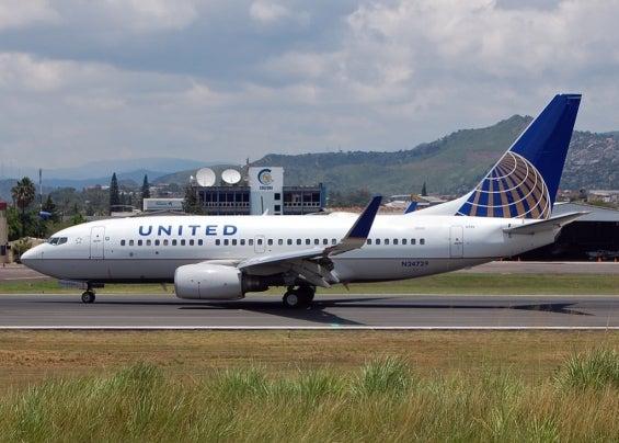 unitedairlinesplane.jpg